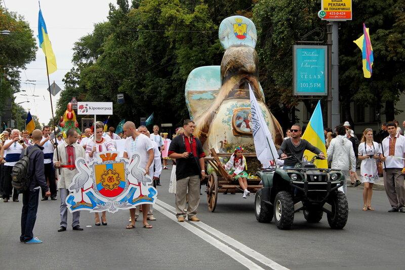Команда Кировограда на Параде вышиванок