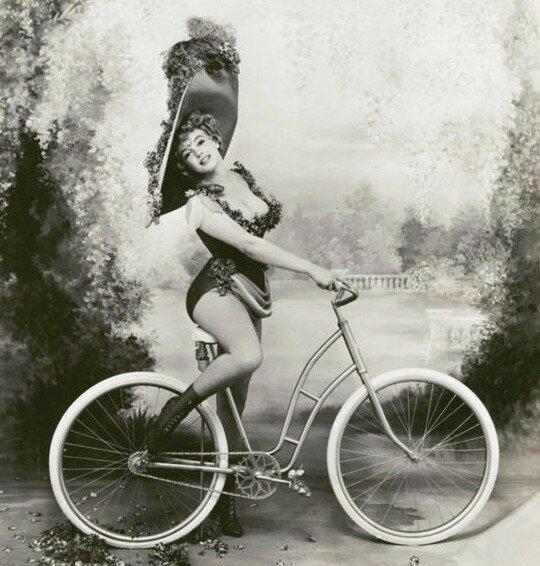 Правила этикета для женщин на велосипеде. 1895 год