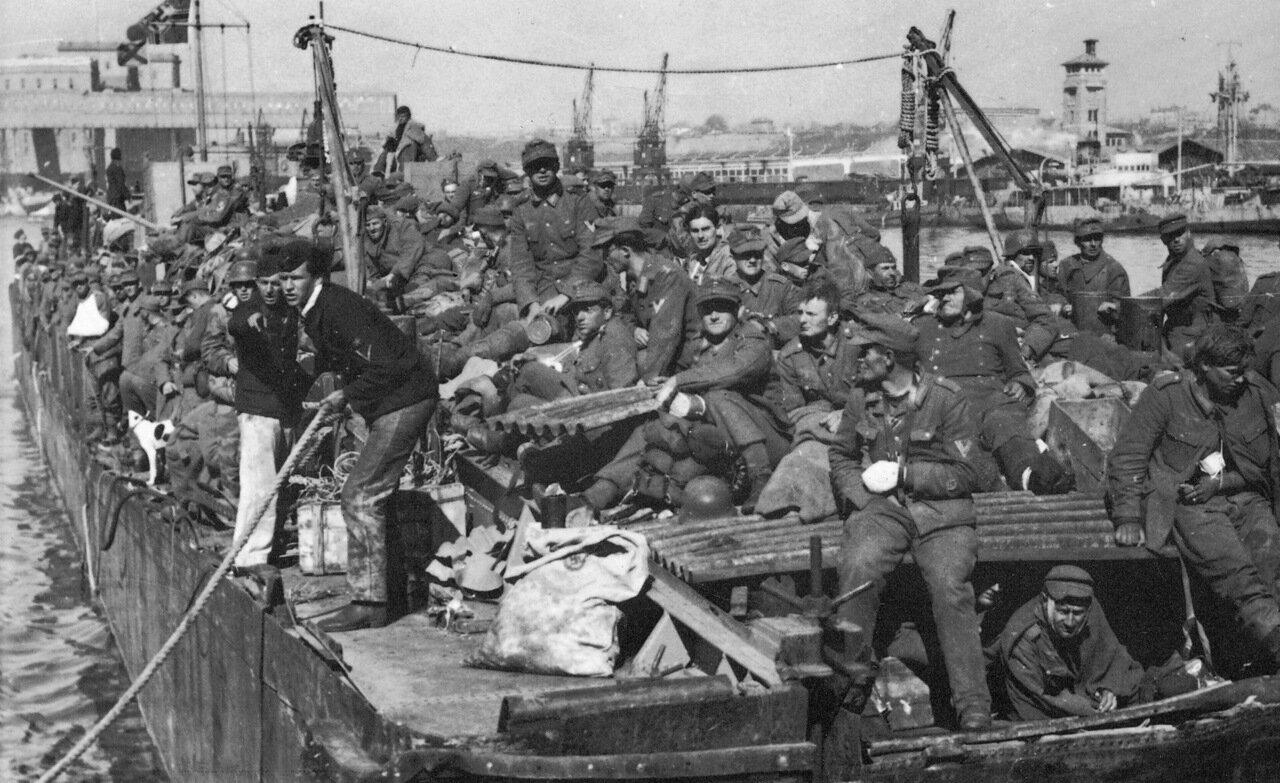 1944. Румыния. Эвакуированные из Крыма немецкие части