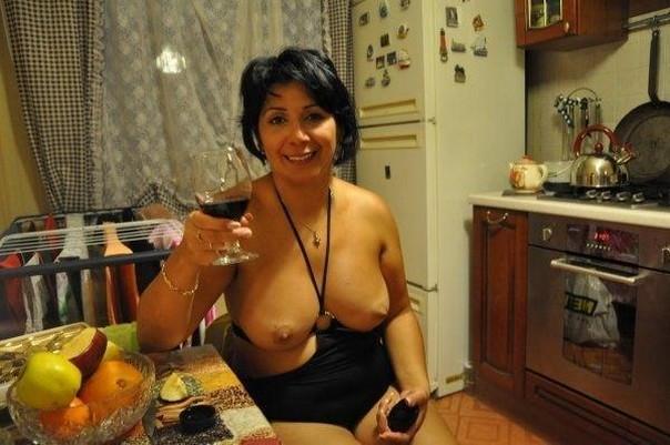 Смотреть порно видео как зрелые бабы дают во все русское спермы