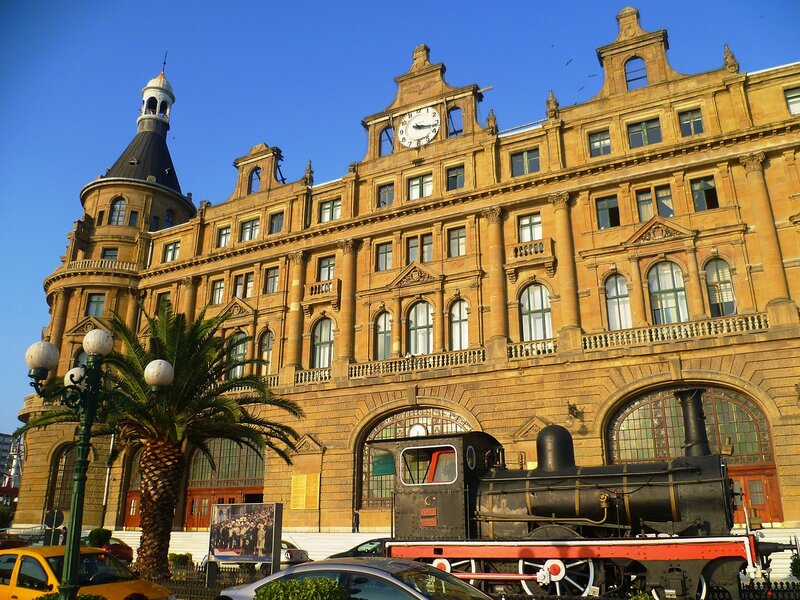 Железнодорожный вокзал Хайдарпаша в Стамбуле (Haydarpasa Train Station in Istanbul).