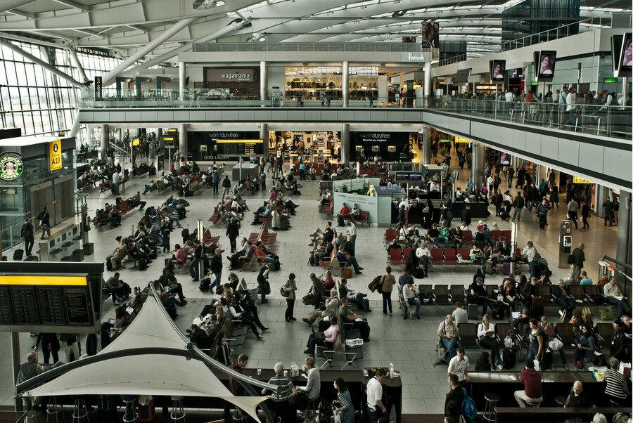 В Лондонском аэропорту ожидают женщин со взрывающейся грудью