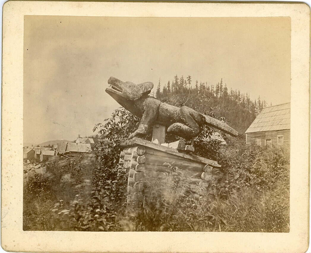1880. Надмогильный тотем тлинкитов в Форте Врангель