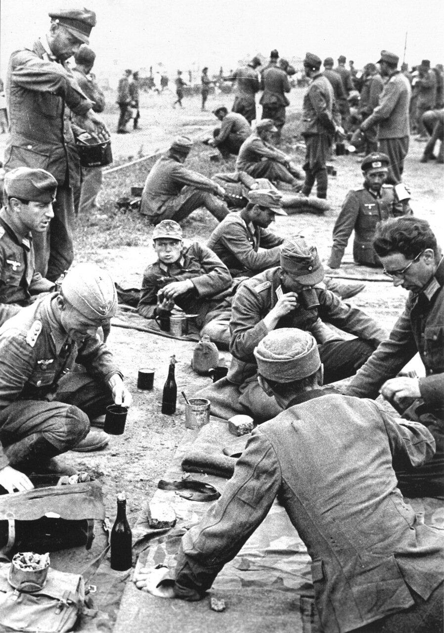 1944. Обед пленных немецких офицеров в Красногорском особом лагере №27