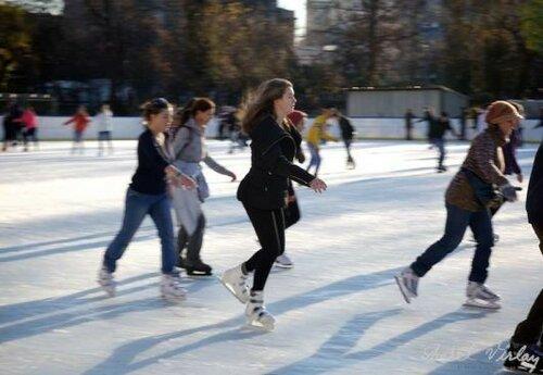 Жители Кишинёва с удовольствием проводят время на коньках