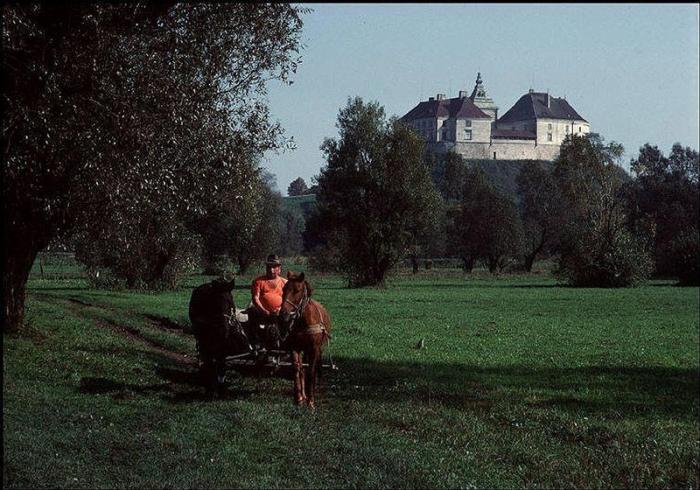 Олесский замок, построенный поляками в XIV веке, 1988 год. Фотограф Бруно Барби (Bruno Barbey). 22.