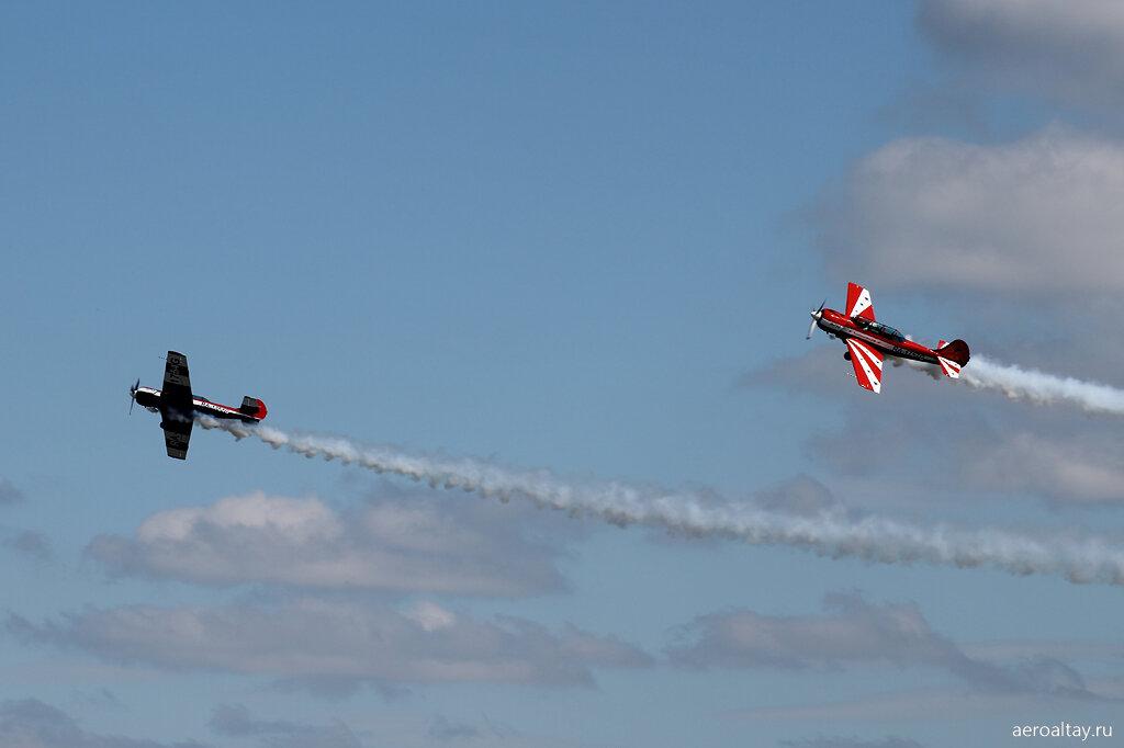 Пара Як-52 на авиашоу в Барнауле в День авиации