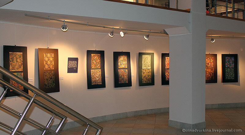 Свет на выставке