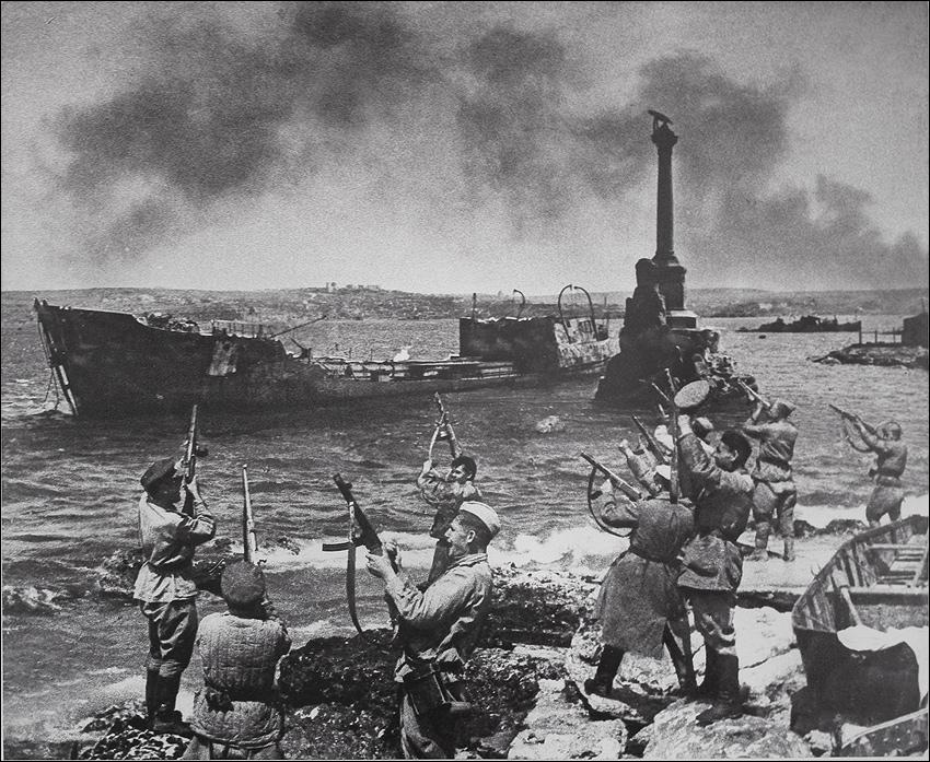 Салют. Севастополь, май 1944 г.