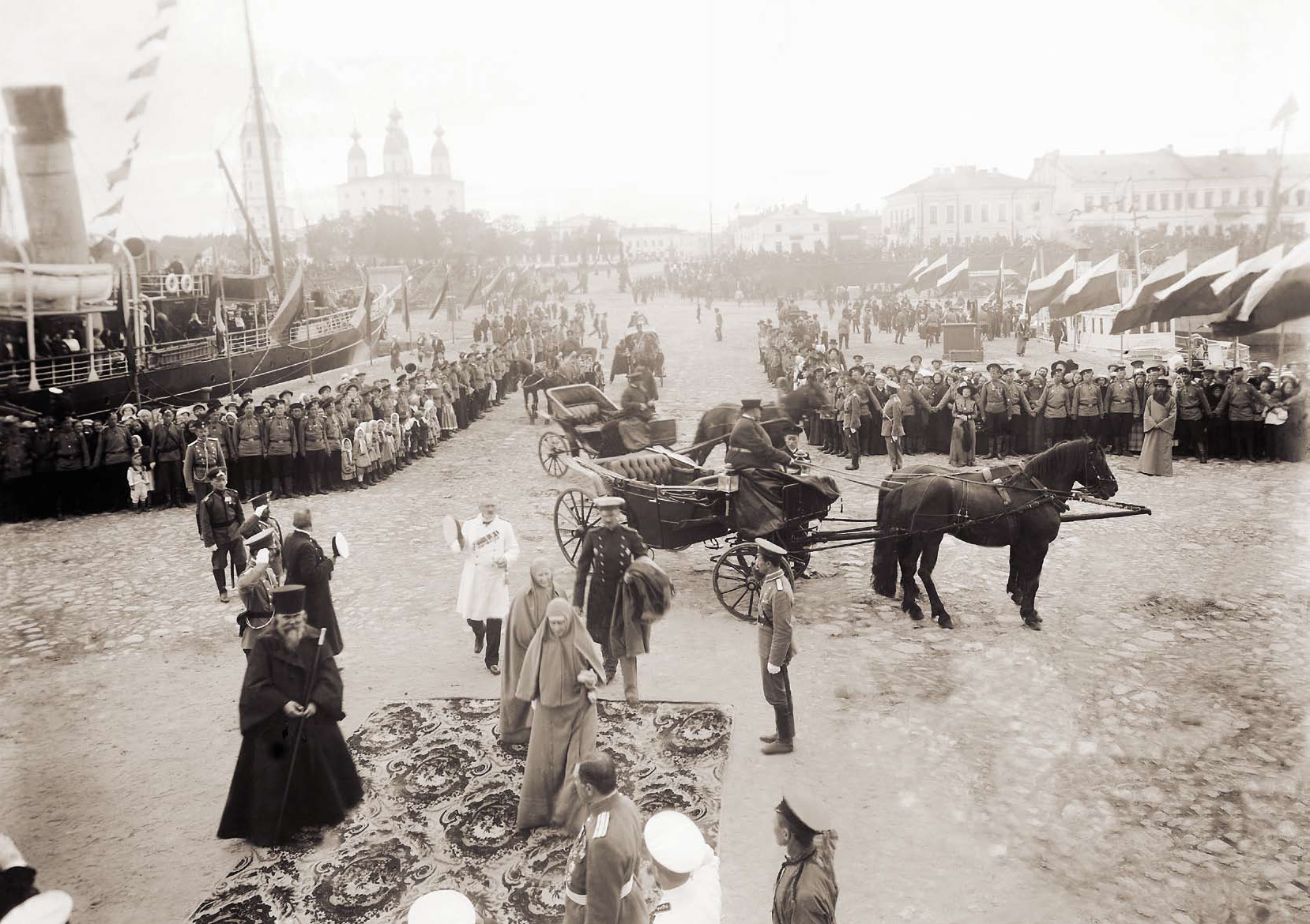 Великая княгиня Елизавета Федоровна на Соборной пристани. 1913