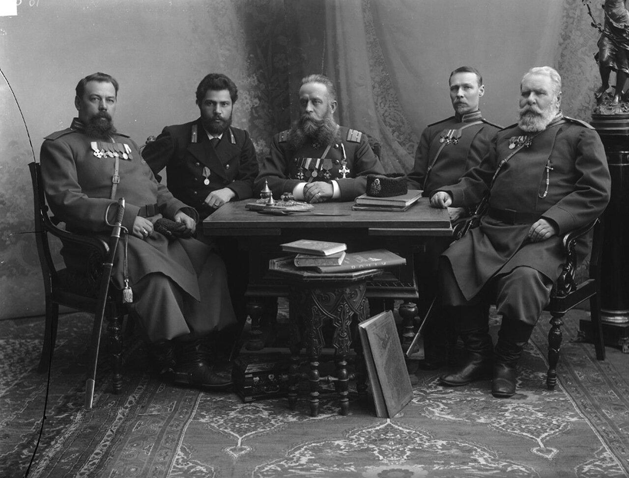 Группа полиции с полицмейстером бароном А.А. Таубе 1896 г.