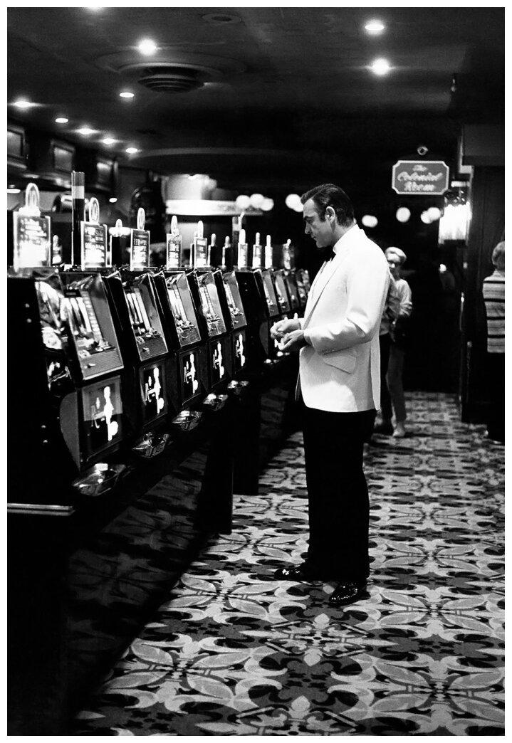 1971. Шон Коннери испытывает удачу в Вегасе