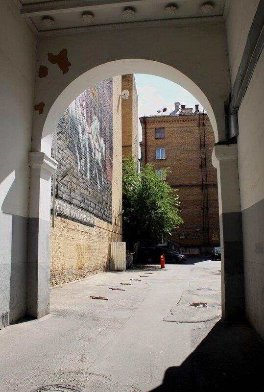 Граффити за аркой