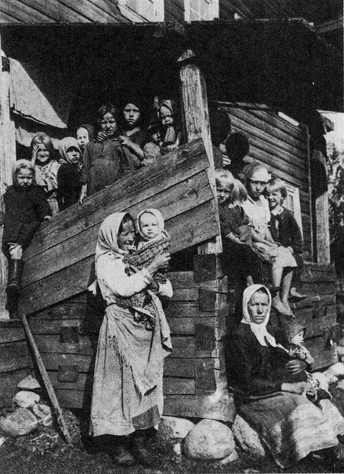 1920. На крыльце. Ленинградская обл.
