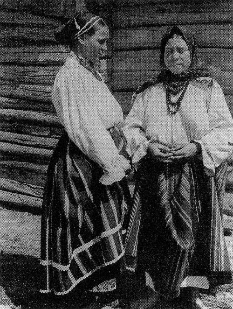 Женщины однодворки в будничных костюмах. Воронежская губ. 1908 г.