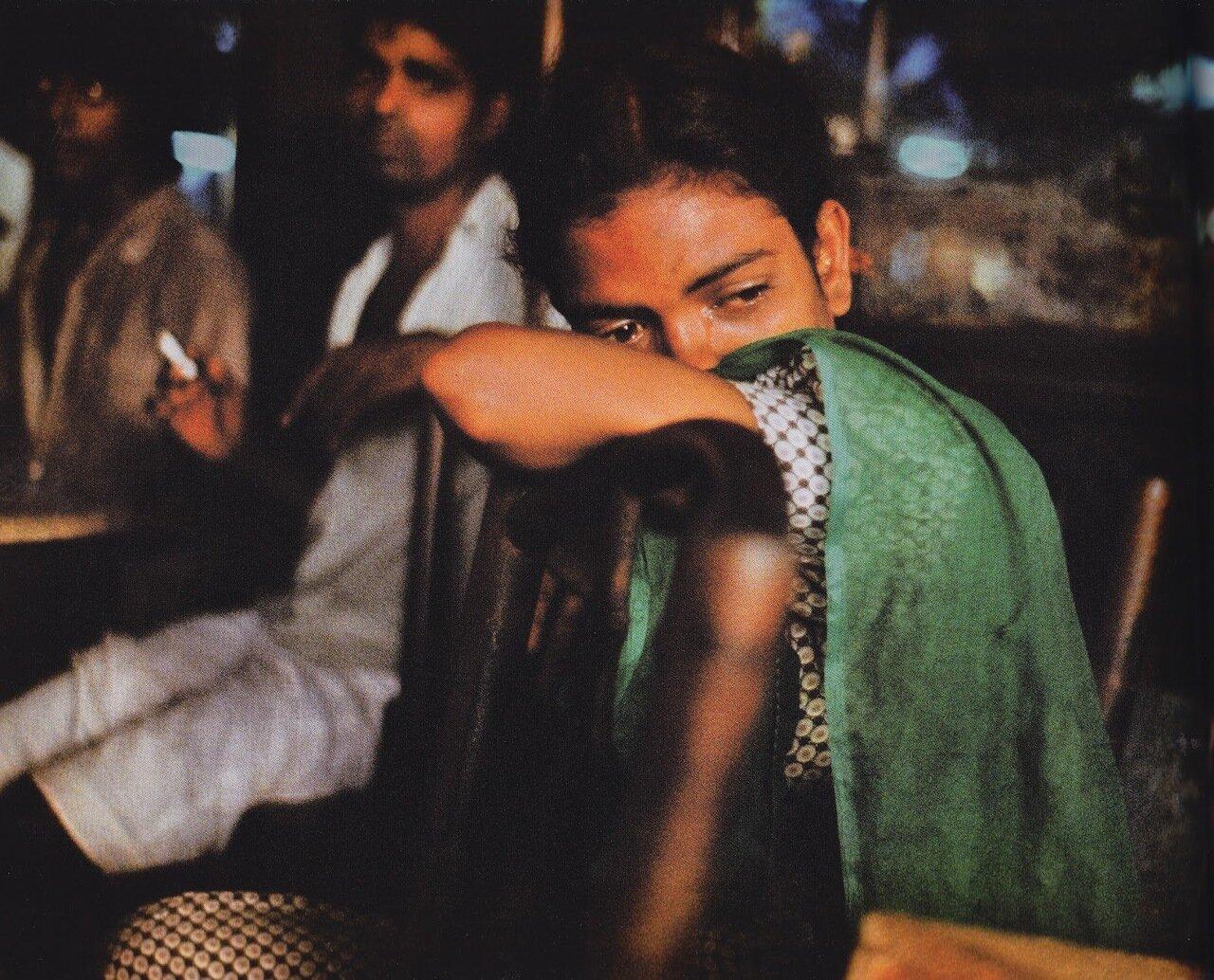 13.Молодые уличные проститутки в кафе «Олимпия»