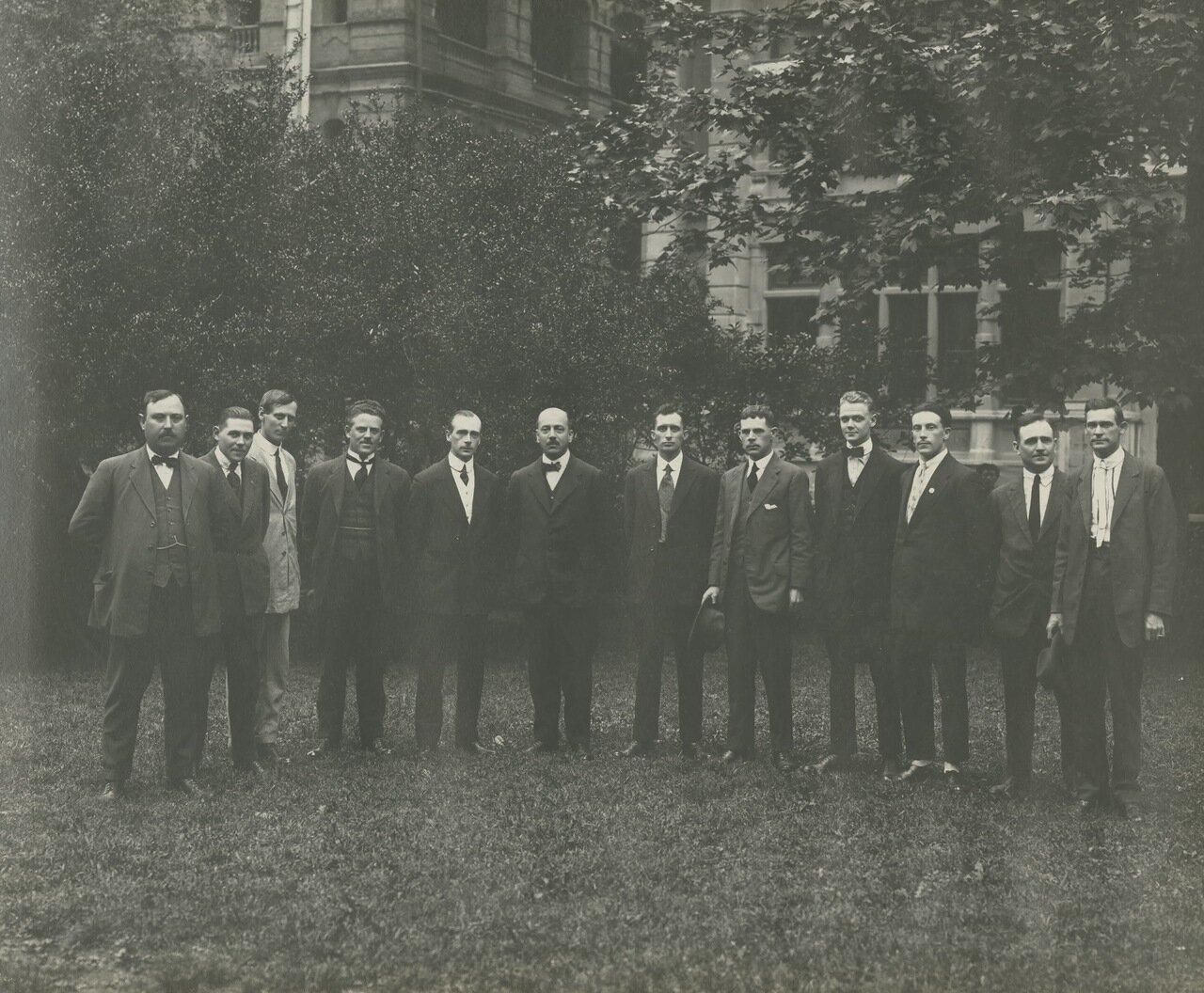 Групповая фотография руководства телефонной станции