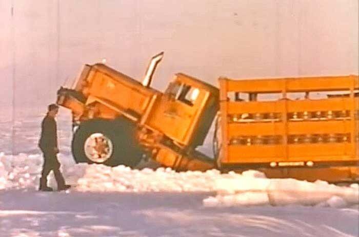 Mack-Truck-Crossing-the-Arctic-.jpg
