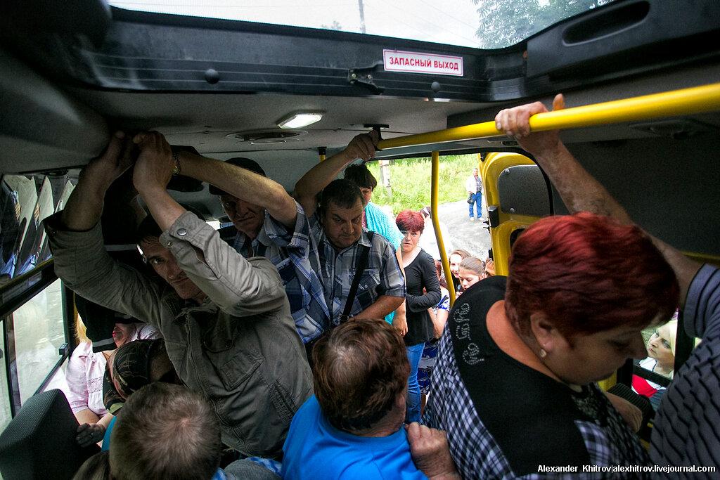 Показывает пмзду в автобусе