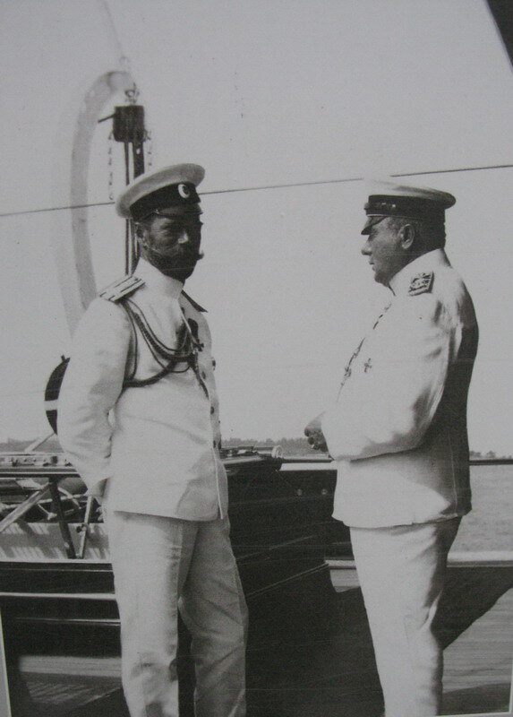 "Государь и адмирал Нилов на борту ""Штандарта""."