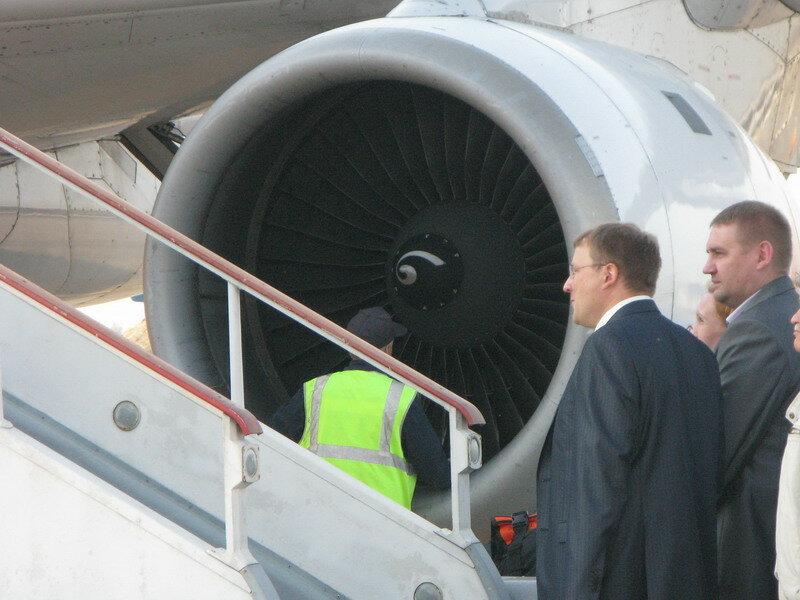 самолёт багаж пассажиров.