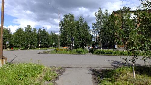 Фото города Инта №5109  Перекрёсток улиц Дзержинского и Куратова (виден северо-западный угол Куратова 17) 14.07.2013_13:39