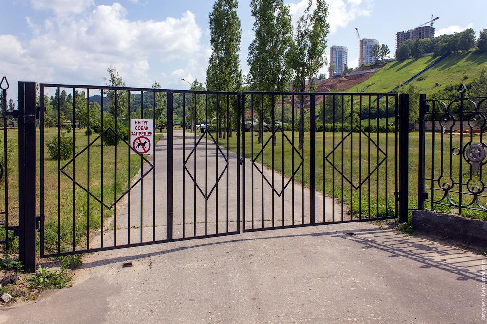Западные боковые ворота