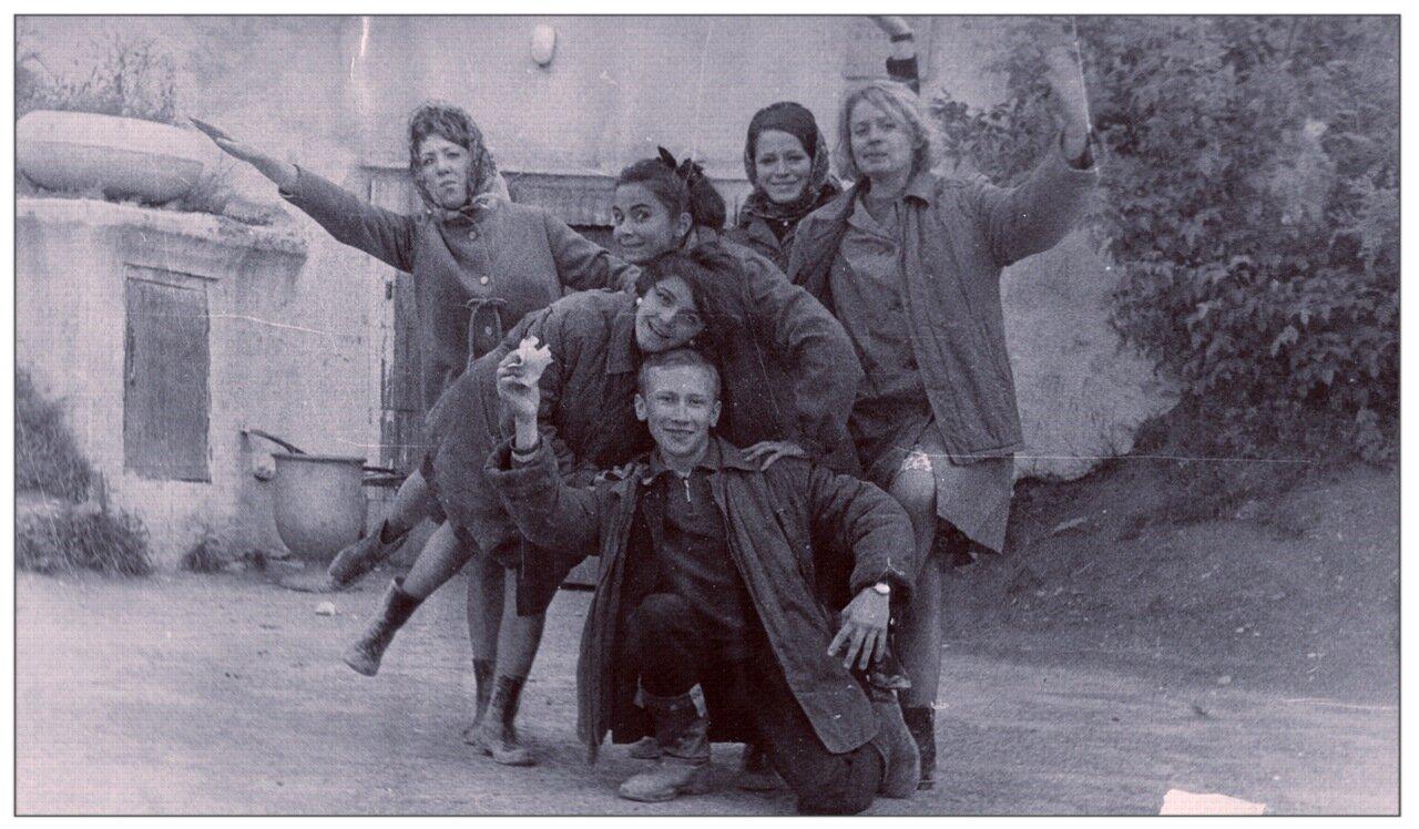 1969. Лето. Во время Всесоюзного агитпохода студенческой молодежи по комсомольским стройкам Северного Урала.