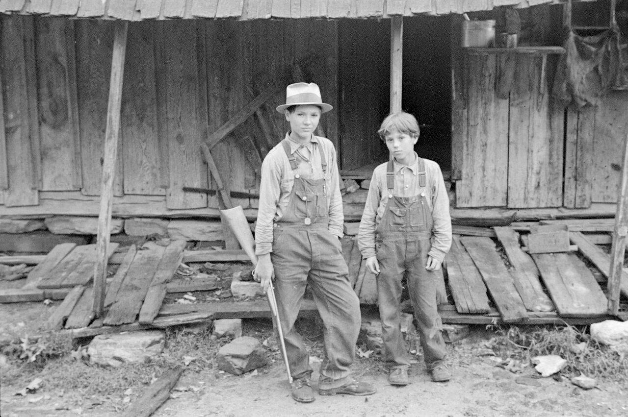 Дети Сэма Николса, арендатора земли из Арканзаса, 1935