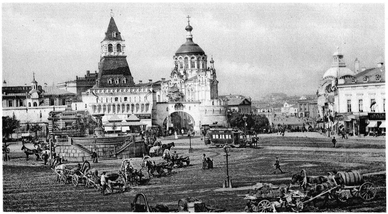 Лубянская площадь и Проломные Владимирские ворота Китай-города с Пантелеймоновской часовней
