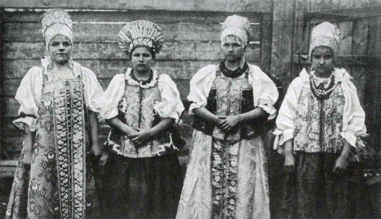 Мезенские крестьянки в праздничных нарядах. 1910