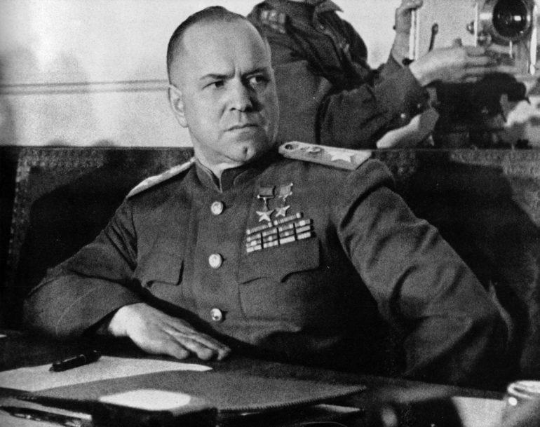 Георгий Жуков: «Очень скоро И. В. Сталин подошел к телефону. Я доложил о самоубийстве Гитлера» (1 фото)