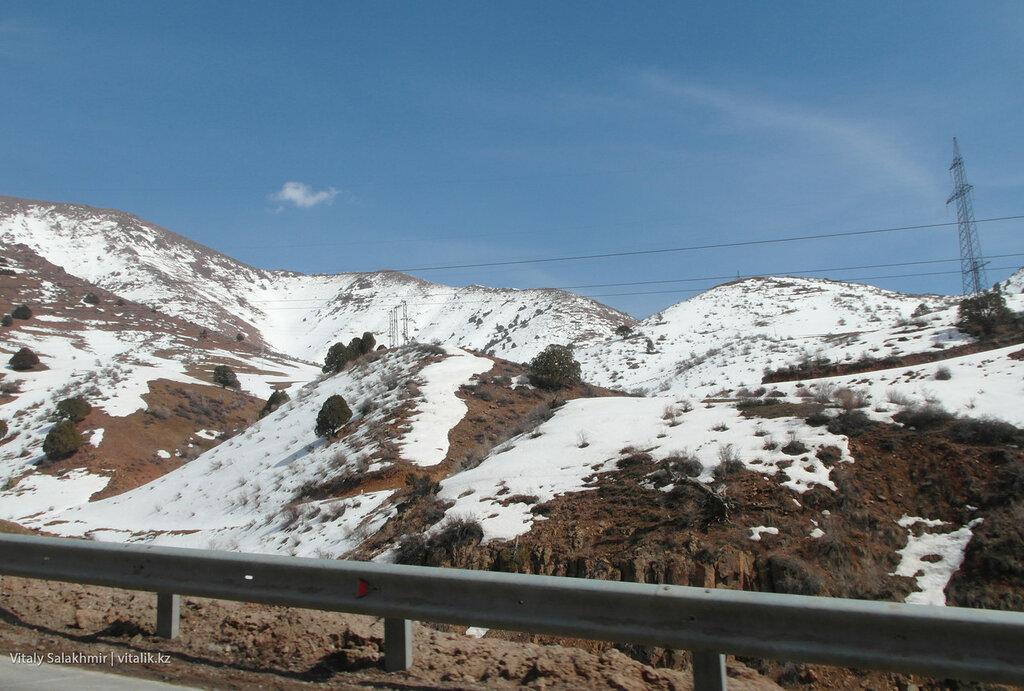 Снег на перевале Камчик