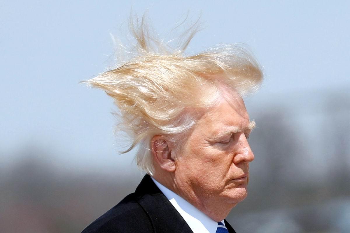 Летящей походкой: Новомодная прическа Дональда Трампа