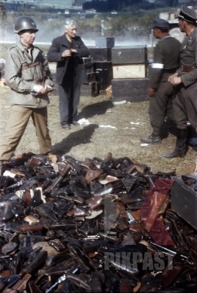 stock-photo-waffen-ss-officers-surrender-pistols-to-american-officer-of-the-101st-cavalry-regiment-schwendt-austria-1945-12833.jpg