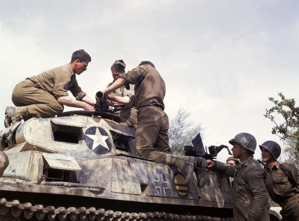 Wonderful Colour Photographs of World War II by Robert Capa (84).jpg