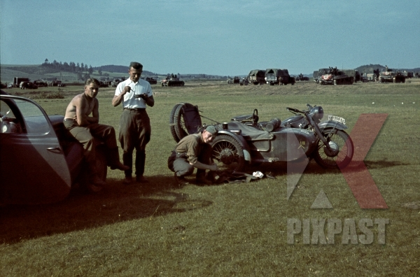 stock-photo-german-bmw-r75-motorbike-with-sidecar-officers-having-lunch-beside-panzer-park-3rd-panzer-division-beresina-1941-12288.jpg