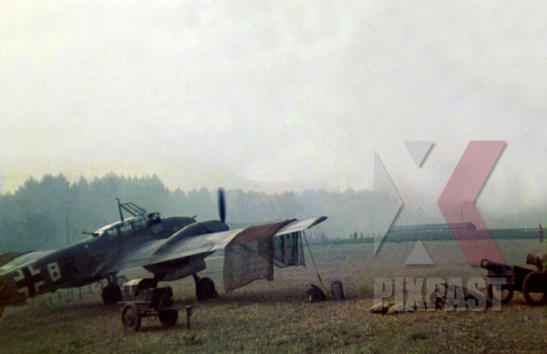 stock-photo-german-luftwaffe-plane-messerschmitt-bf110-lehrgeschwader-2-7hlg2-south-russia-1941--13047.jpg