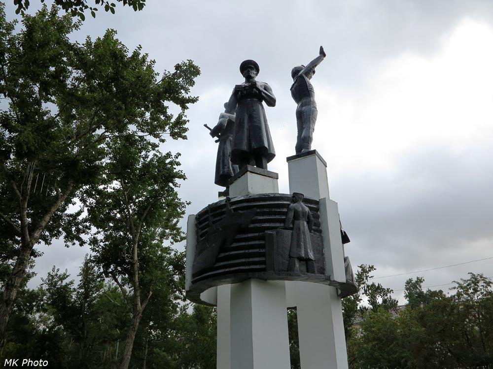 Скульптура в сквере Пограничников