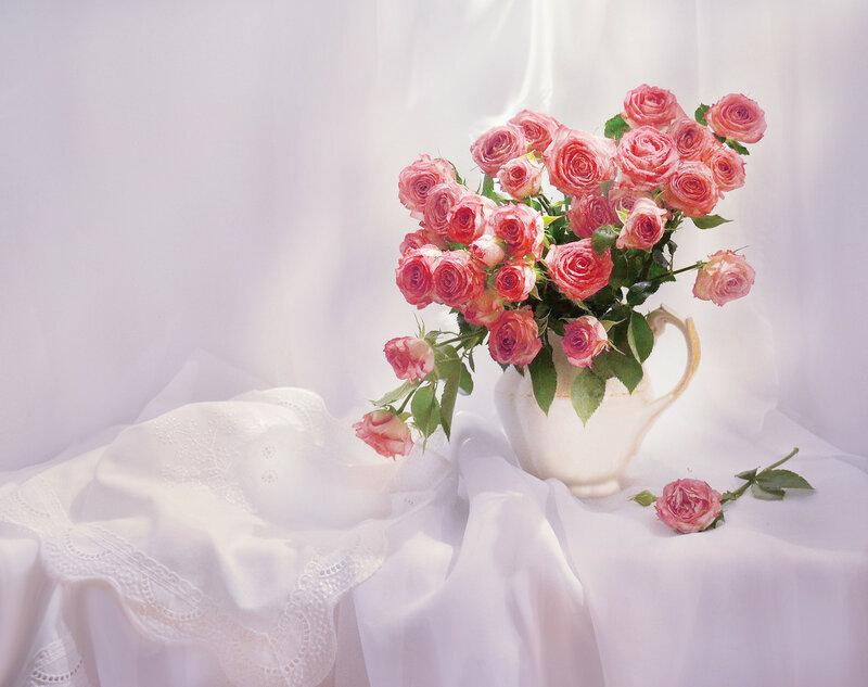 С розами...