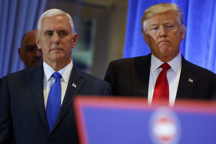 Трамп и Пенс на пресс-конференции 11.01.16.png