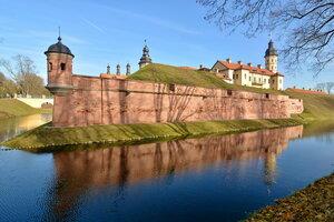 Стены Несвижского замка