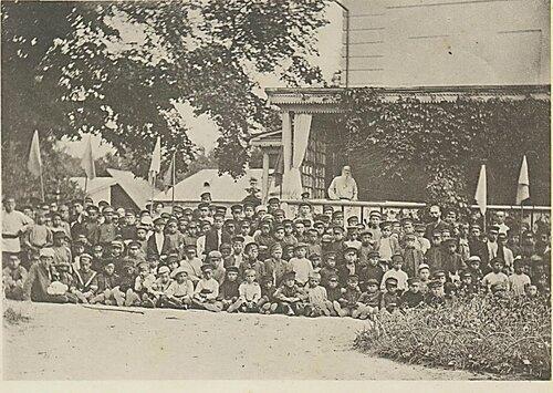 Учащиеся Тулы в гостях у Л.Н. Толстого в Ясной Поляне.jpg