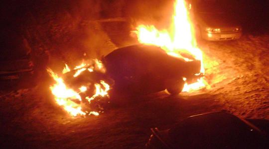 ВКузбассе ночью полыхали  Инфинити , Тойота  и Форд