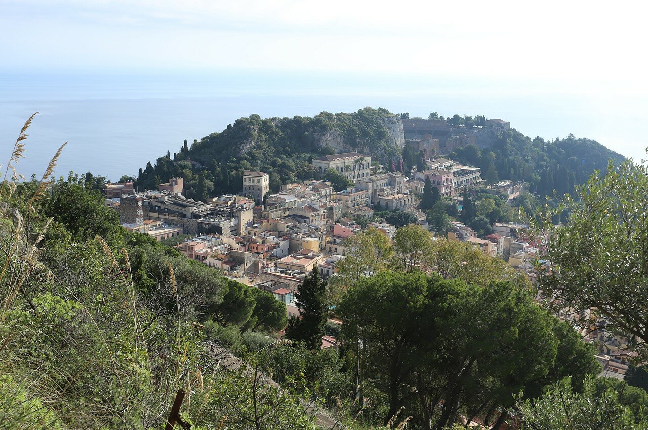 Taormina. The way of the cross (Via Crucis)