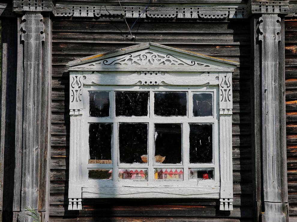 4. Деревянный дом в Ярославской области России, 24 октября 2016. (Фото Maxim Shemetov | Reuters