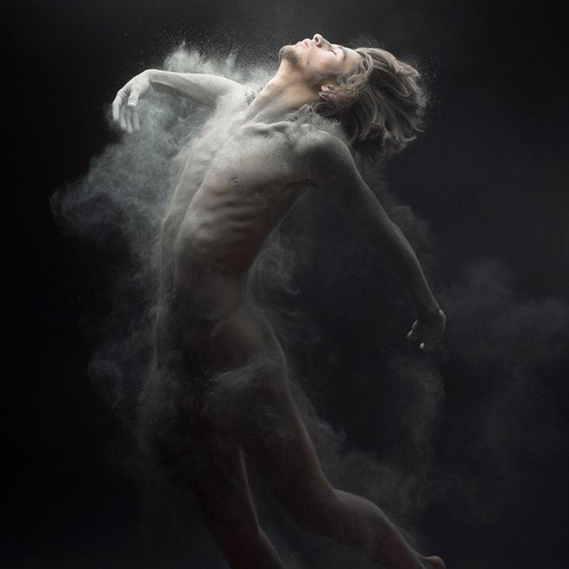 Прах — нетривиальная эротика от Оливье Вальсекки