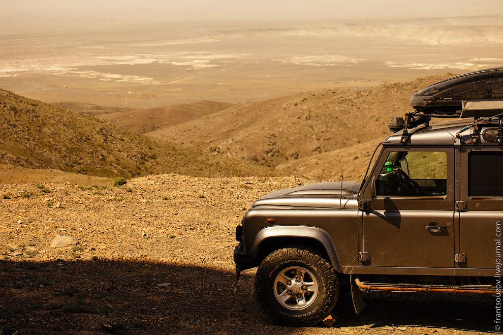 5. Много столетий назад на самой высокой точке горы Отпан, казахи из рода адай разжигали огромн