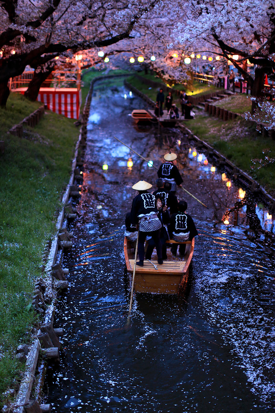 20 кадров уличной фотографии, которые открывают неизвестную сторону Японии (25 фото)