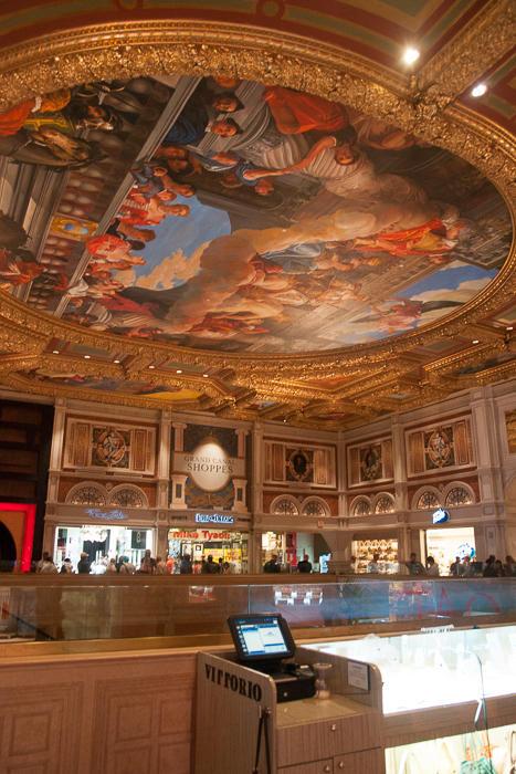 25. В другой (типа итальянской) гостинице «Беладжио» , музей картин, огромный павильон с у